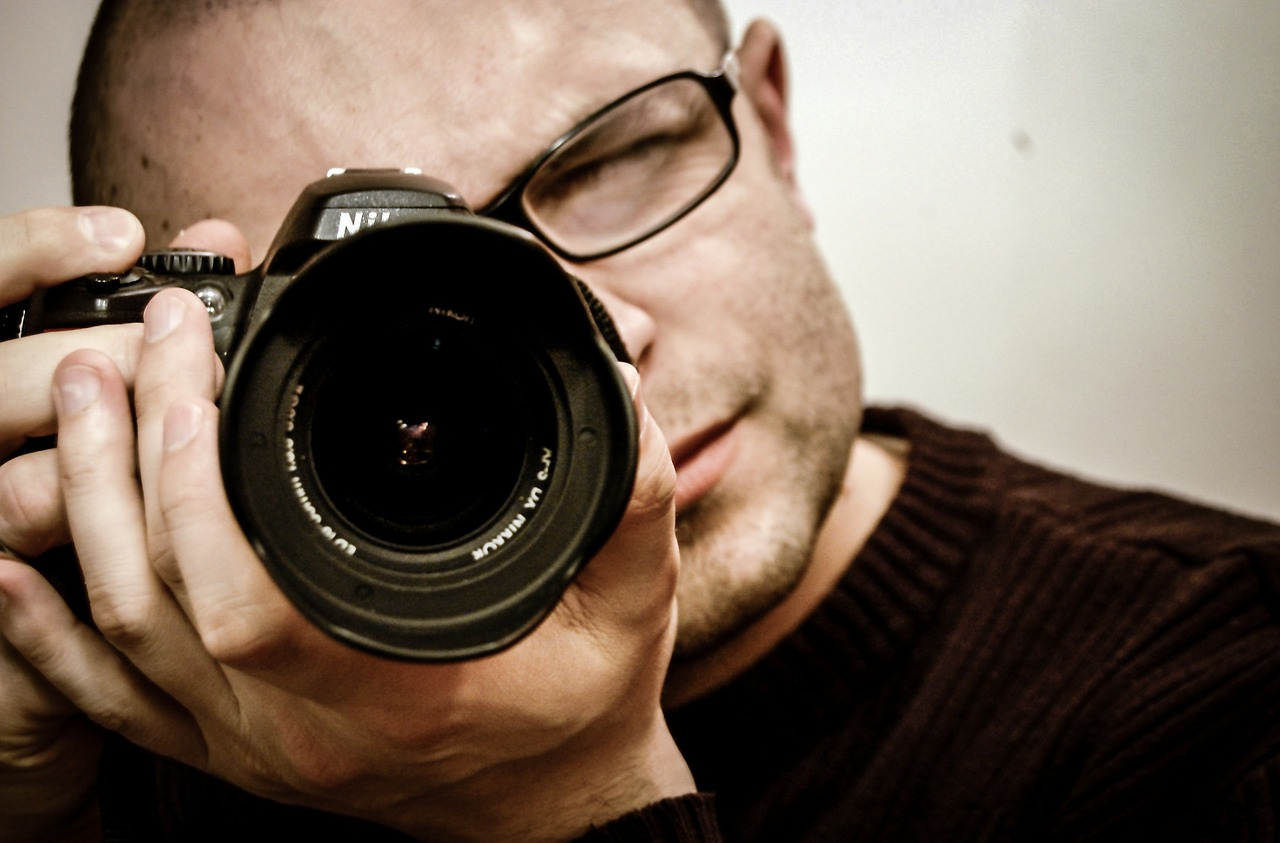 photographer with camera - tips for photo competition